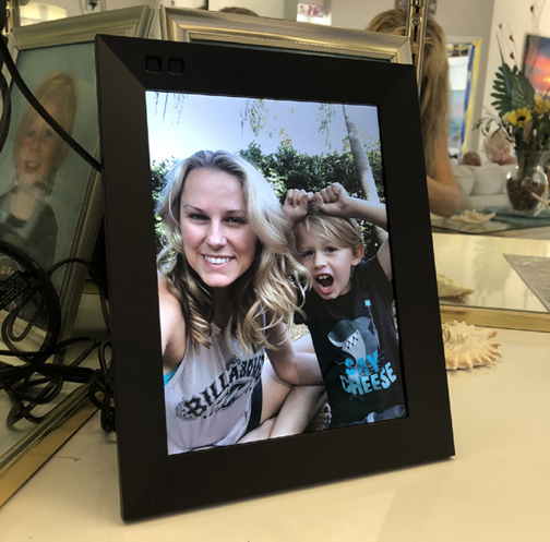 Keep Grandparents Happy with the Nixplay Smart Photo Frame